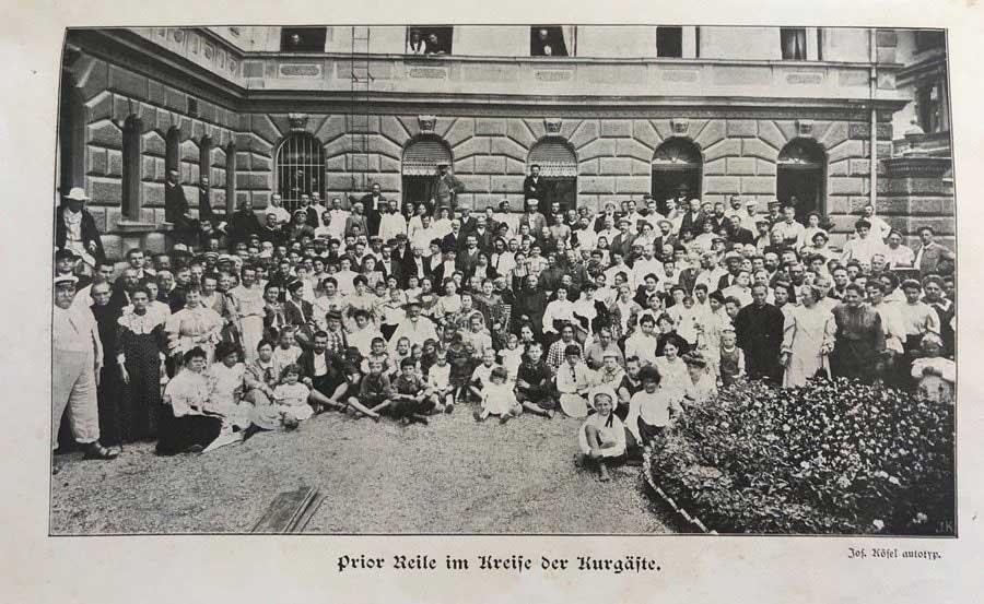 Prior Reile im Kreise der Kurgäste (ca. 1907)